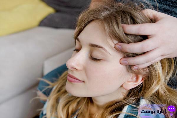 يحسن الدورة الدموية في فروة الرأس